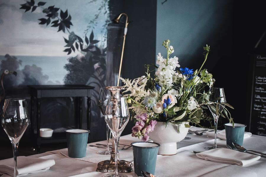 Blumen auf Tisch